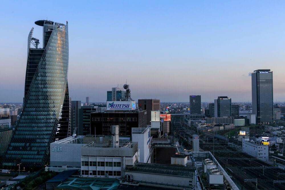 JRセントラルタワーズ15Fスカイストリートから撮影したスパイラルタワーズ