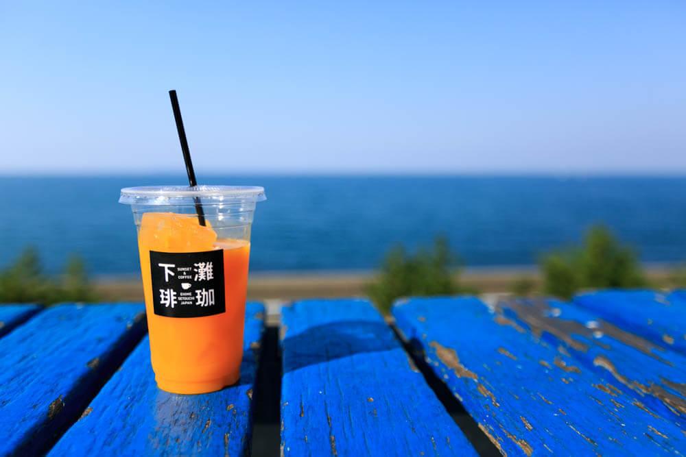 下灘珈琲 (シモナダコーヒー) で購入したオレンジジュースの写真