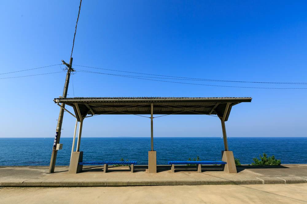 下灘駅の上屋を正面から撮影した写真