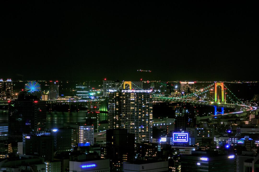 東京タワー展望台から撮影したレインボーブリッジ