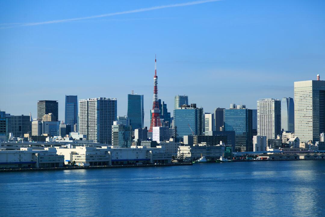 レインボーブリッジ遊歩道のノースルートから撮影した東京タワーの写真