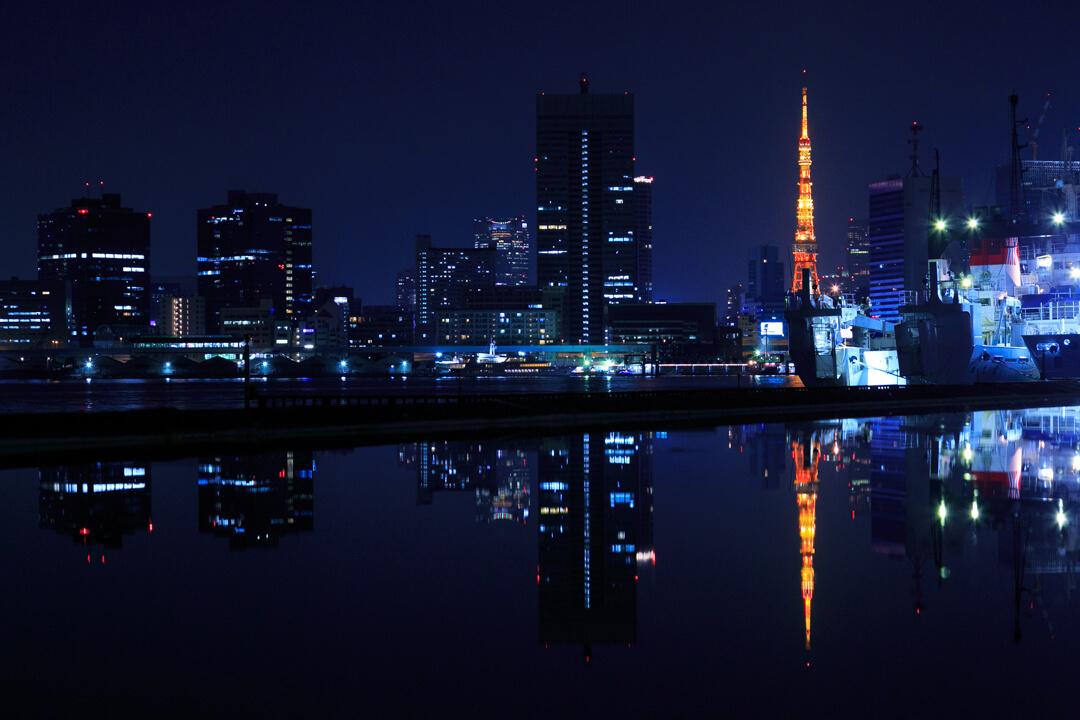 晴海ふ頭から眺める夜景・東京タワーの写真