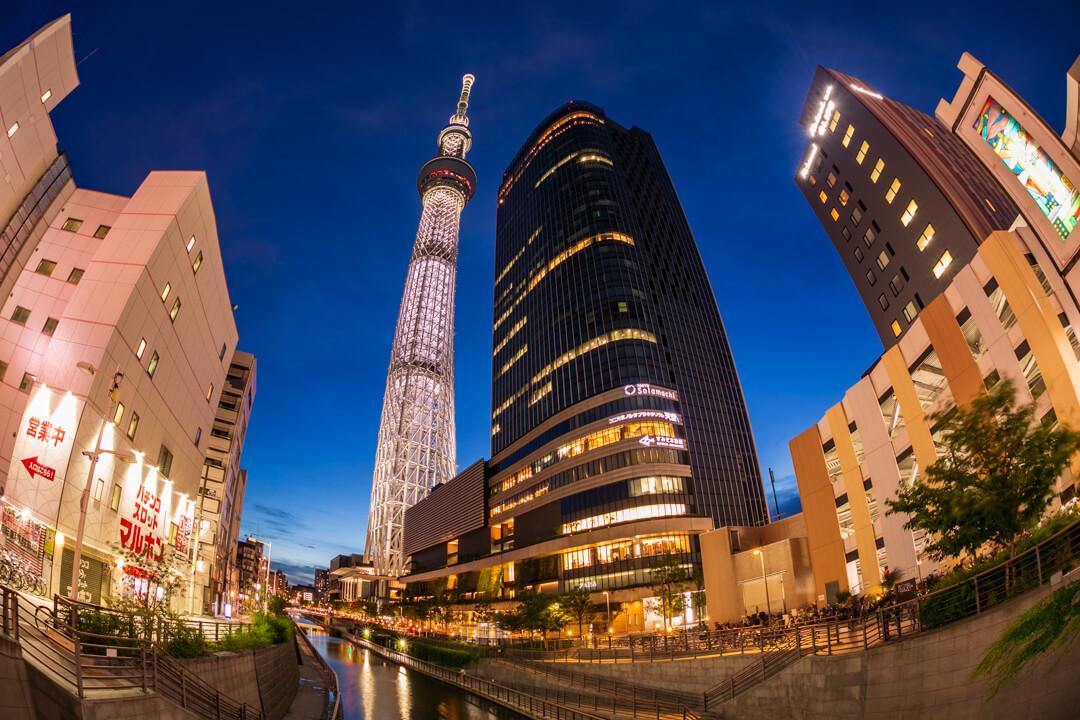 魚眼レンズで撮影した東京スカイツリーの写真