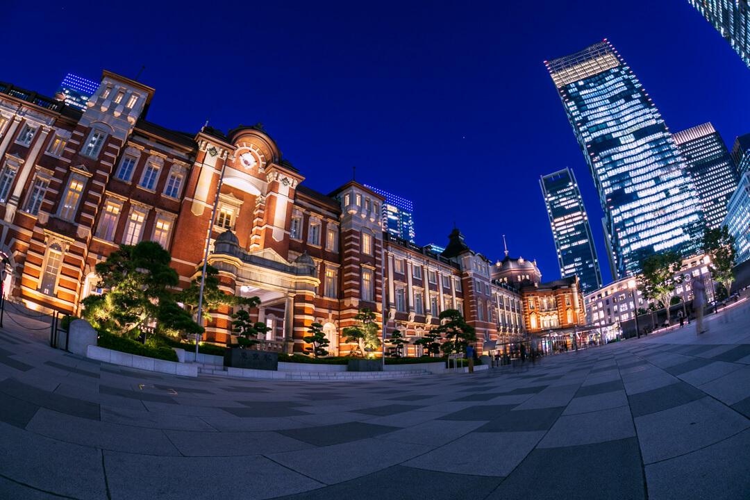 東京駅丸の内駅舎の夜景の写真