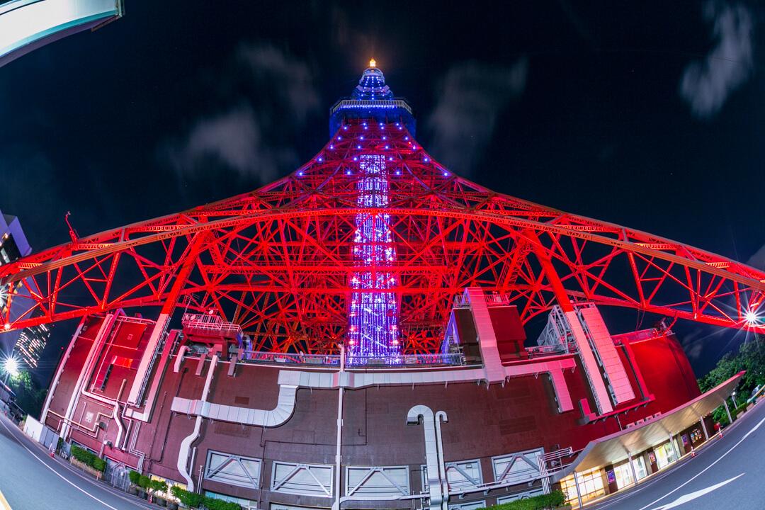 魚眼レンズで撮影した東京タワーの写真