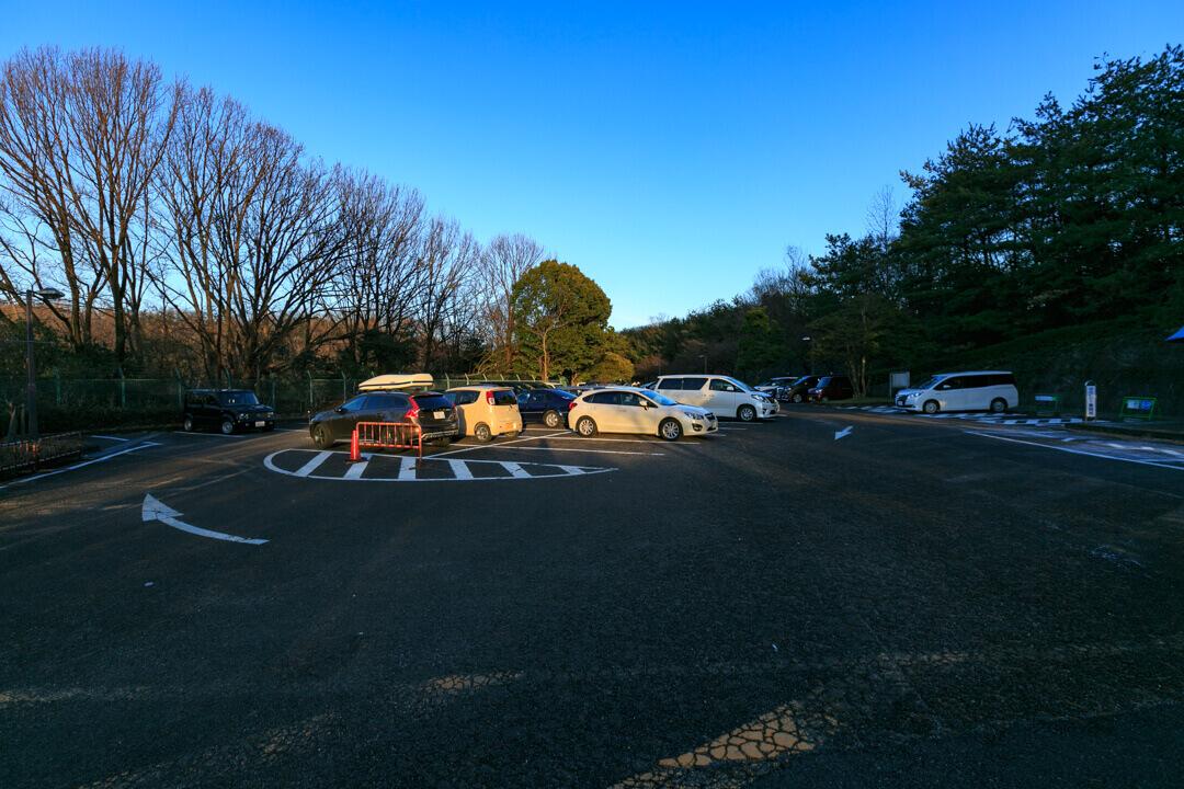 東山スカイタワーの駐車場