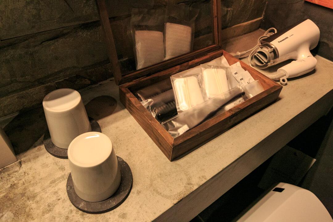 HOTEL CYCLEのシャワー室にあるアメニティグッズを撮影した写真
