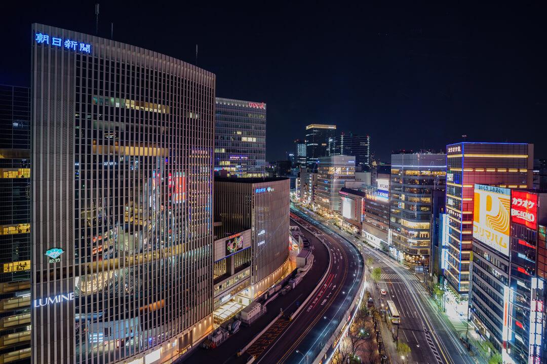 東急プラザ銀座から撮影した外堀通りと高速道路