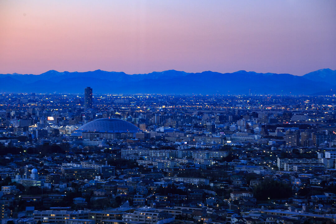 東山スカイタワーから眺めるナゴヤドームの写真