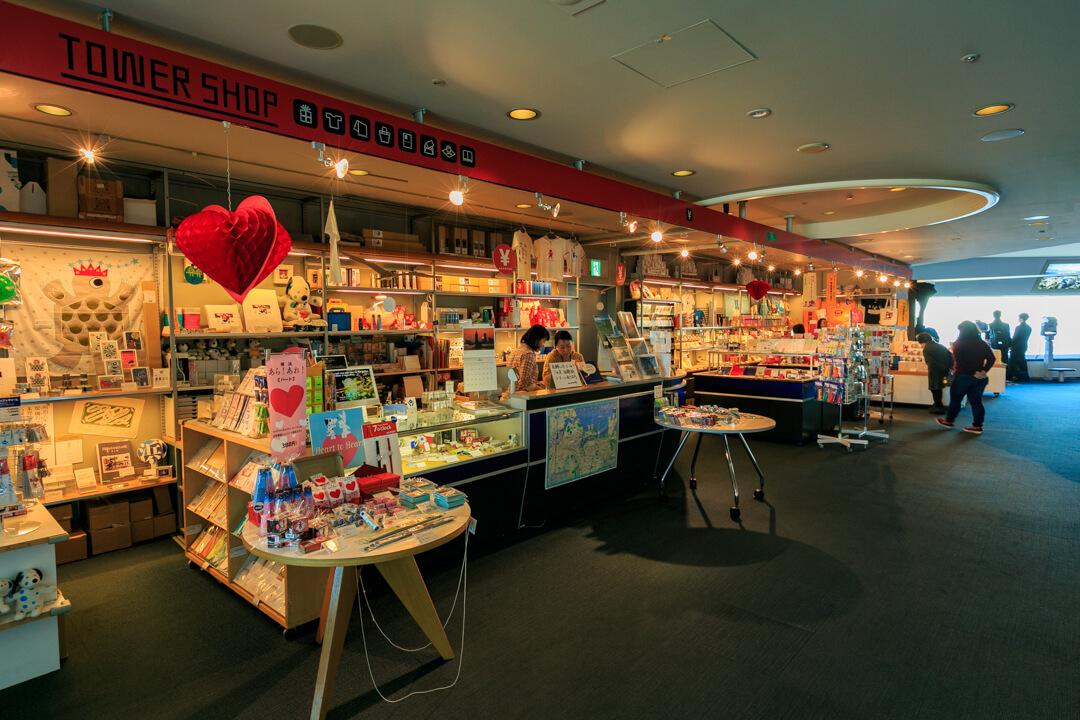 横浜ランドマークタワースカイガーデン内にあるお土産ショップの写真