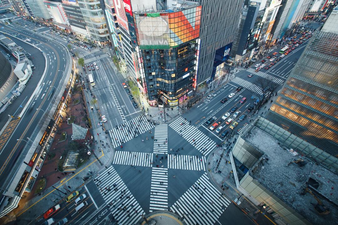 東急プラザ銀座キリコテラスから撮影した数寄屋橋交差点の写真