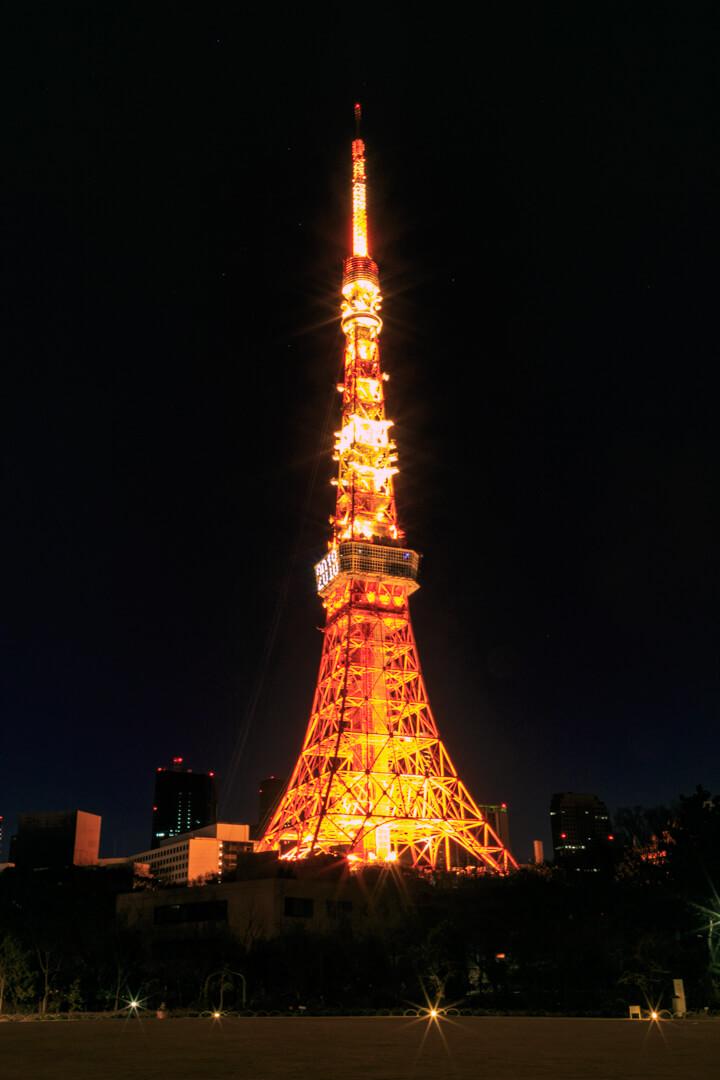 プリンスパークタワー庭園から撮影した東京タワーの写真