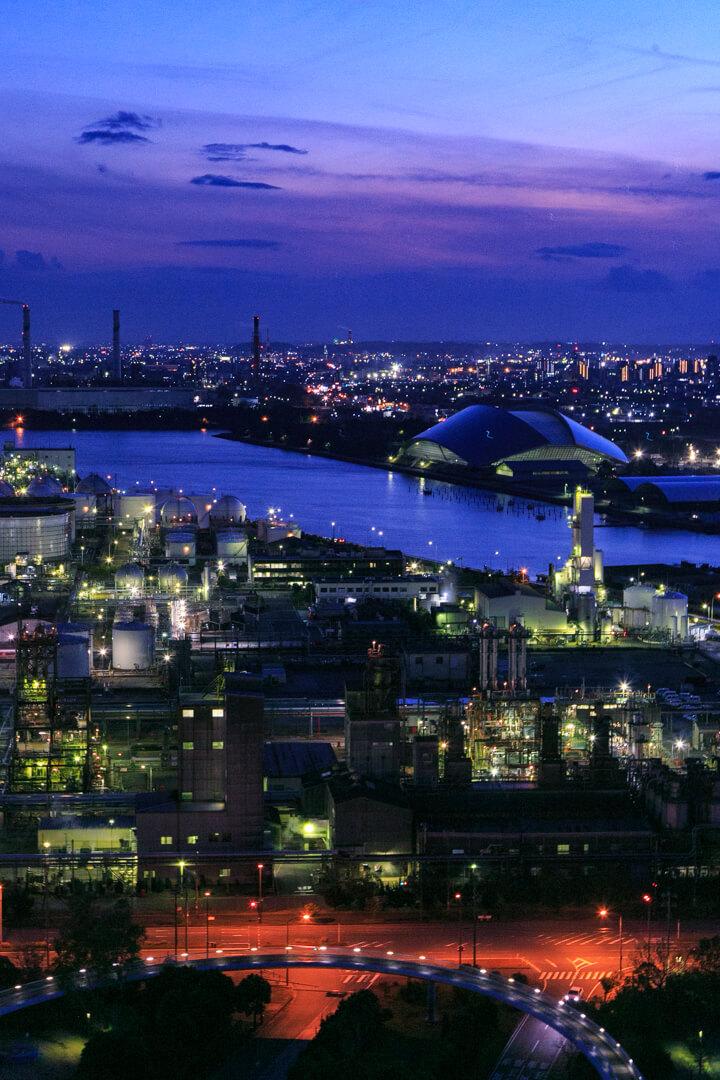 うみてらす14(四日市港ポートビル)から撮影したマジックアワーの写真