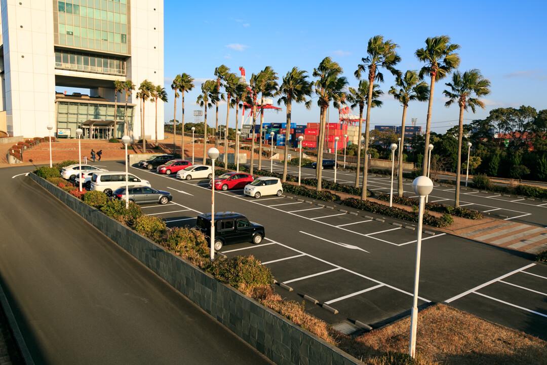 四日市港ポートビルの駐車場の写真