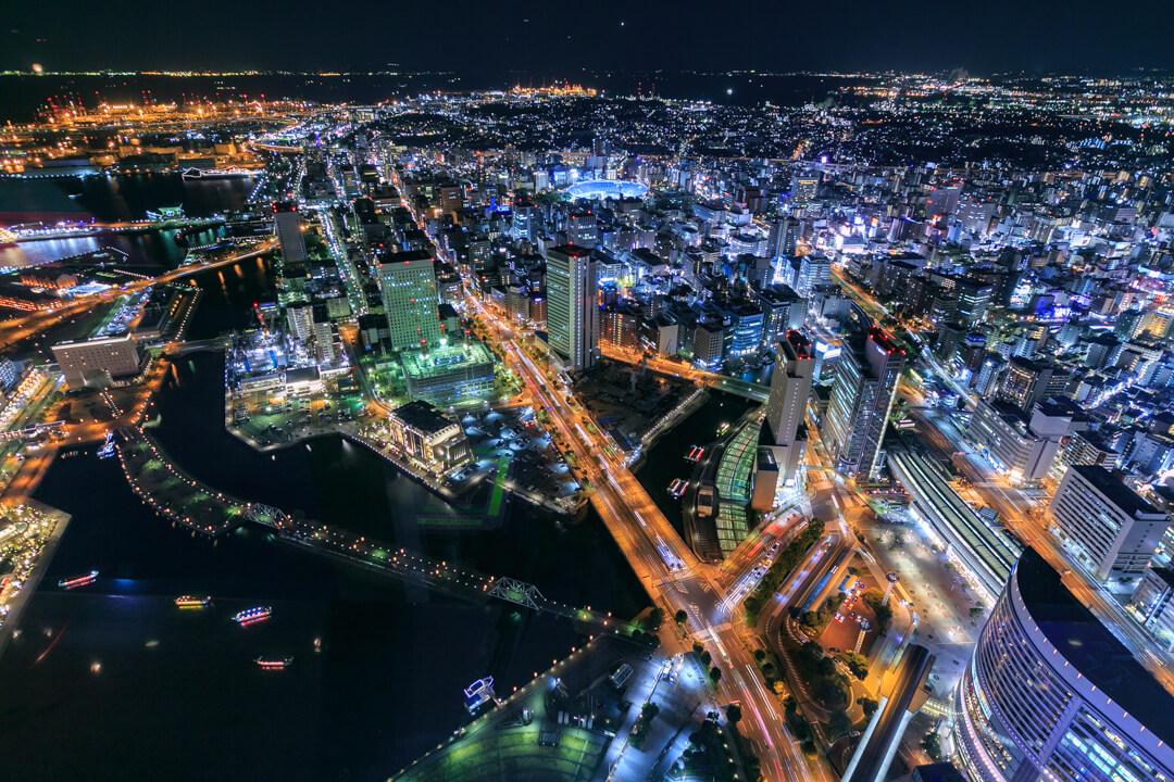 横浜ランドマークタワーから撮影した南東側の夜景