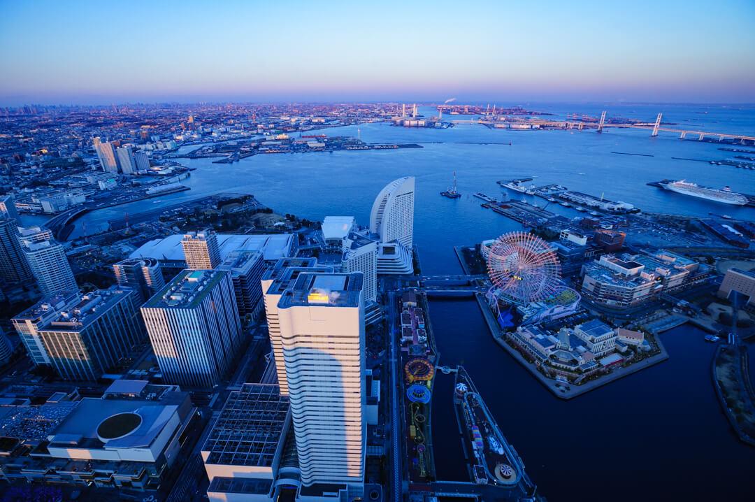 横浜ランドマークタワーから撮る横浜港の夕景