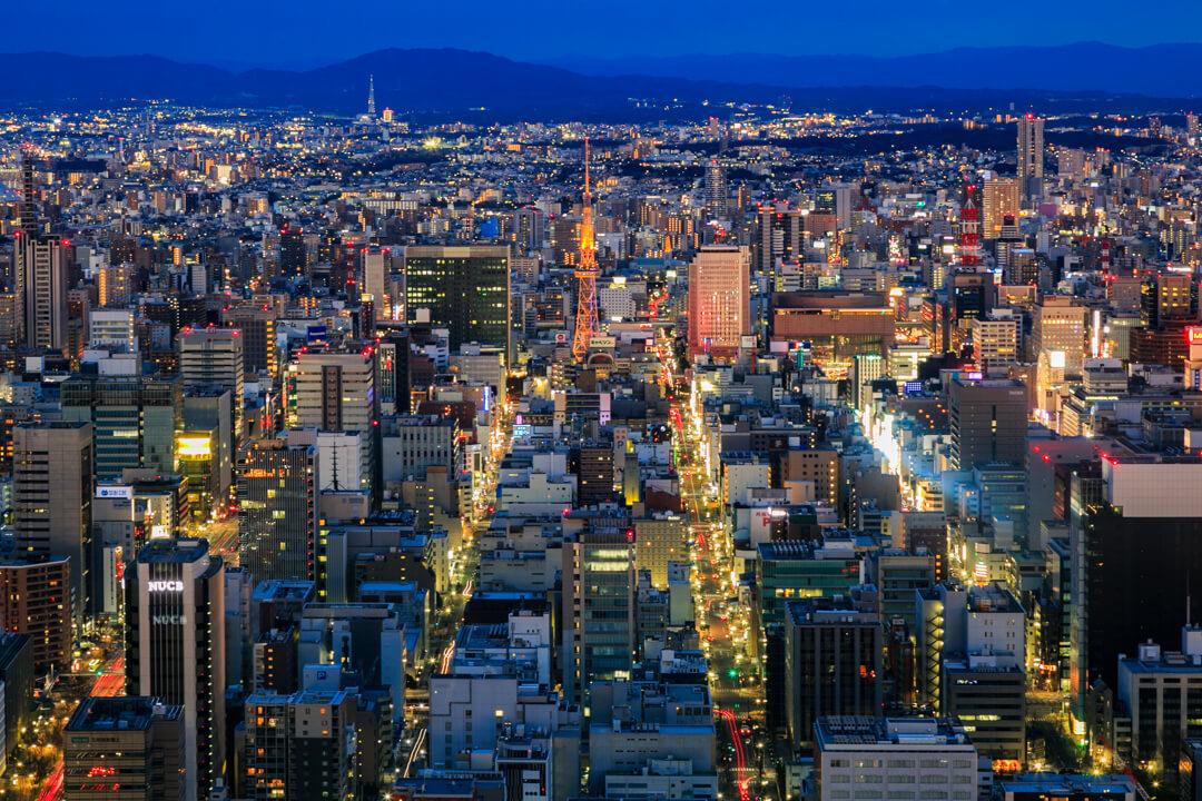 ミッドランドスクエア「スカイプロムナード」の東側・名古屋テレビ塔の写真