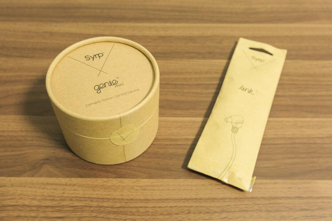パッケージに包装されたジーニーミニとリンクケーブルの写真