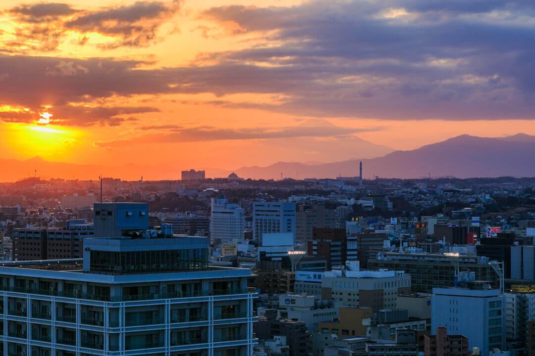 横浜マリンタワーから眺めた富士山の写真