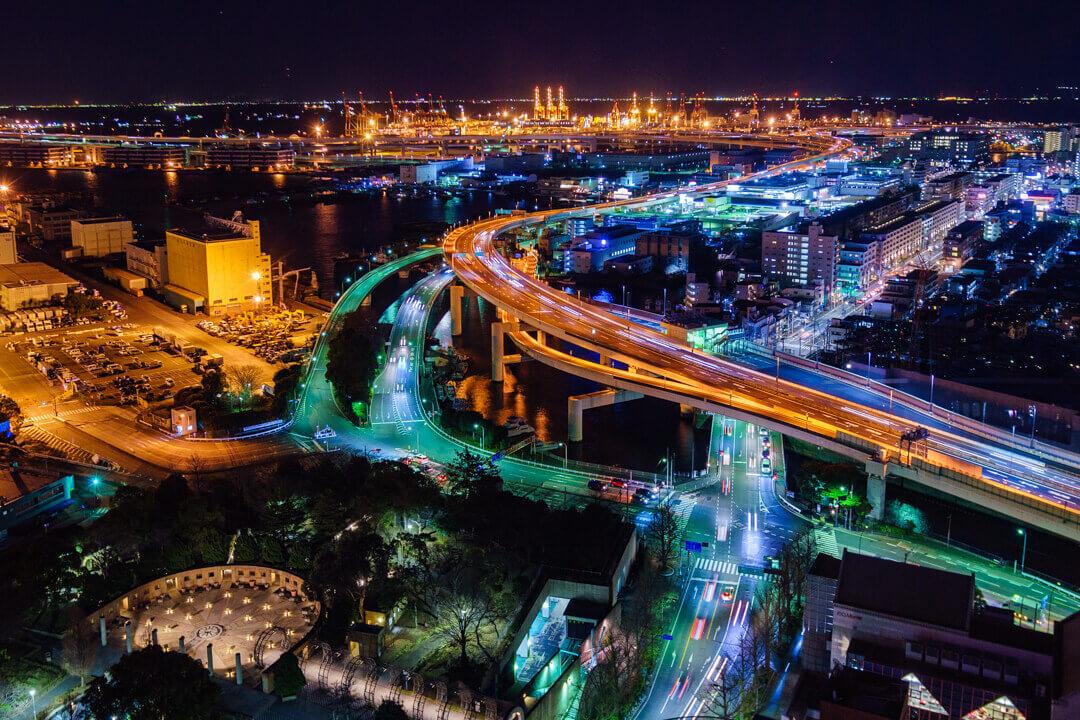 横浜マリンタワーから撮影した首都高速道路の夜景写真