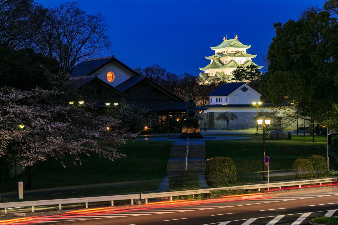 名城歩道橋から撮影した名古屋城の写真