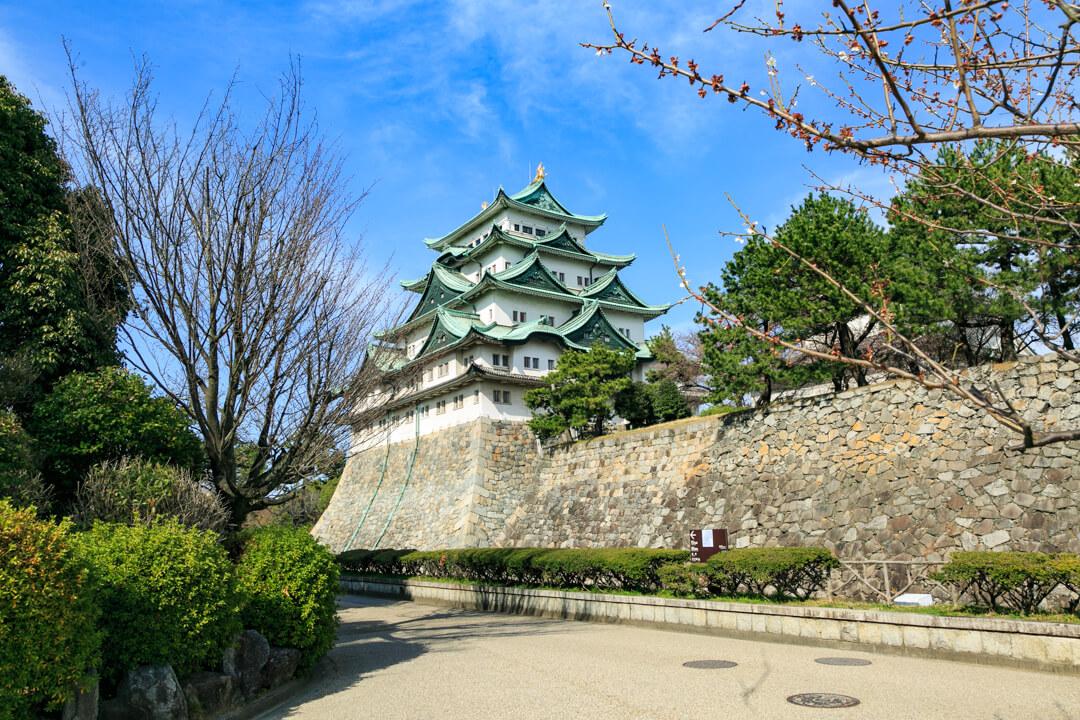 西南隅櫓の付近から撮影した名古屋城の写真