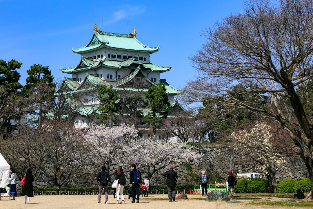 二の丸広場から撮影した名古屋城の写真