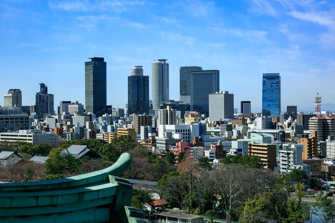 名古屋城天守閣から撮影した名古屋駅高層ビル群の写真