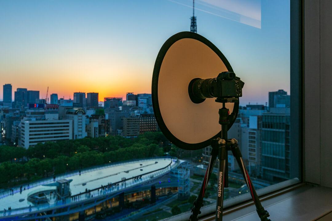 忍者レフを使用して夜景を撮影している様子を撮影した写真