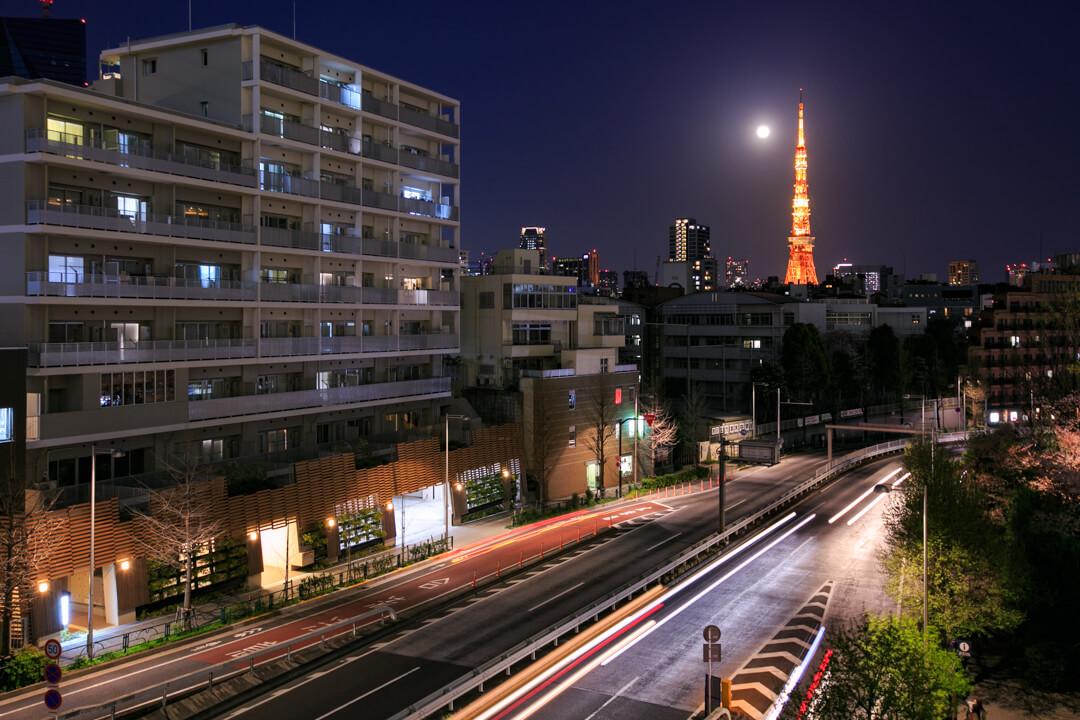 六本木ヒルズプラザ66から撮影した東京タワーの写真