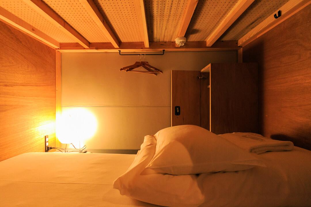 the share hotels hatchi(ハッチ金沢)の部屋の様子。