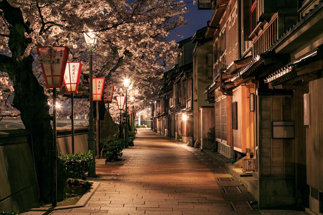 夜の主計茶屋街の写真
