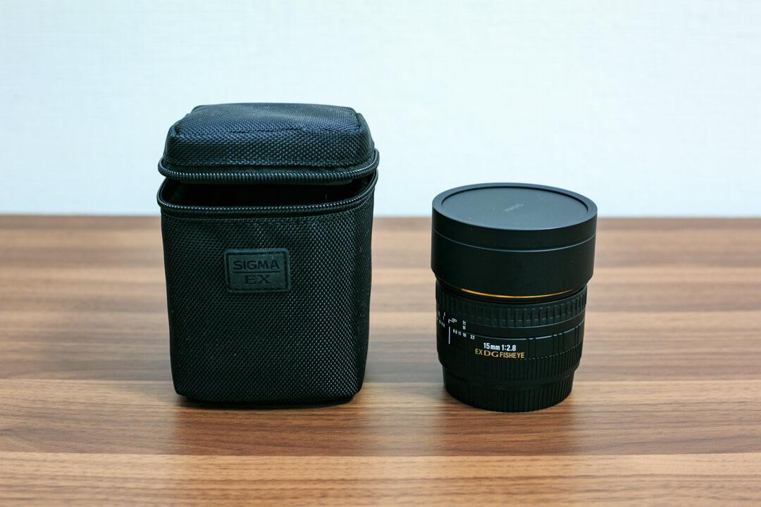 SIGMA 15mm F2.8 EX DG DIAGONALの本体とパッケージの写真