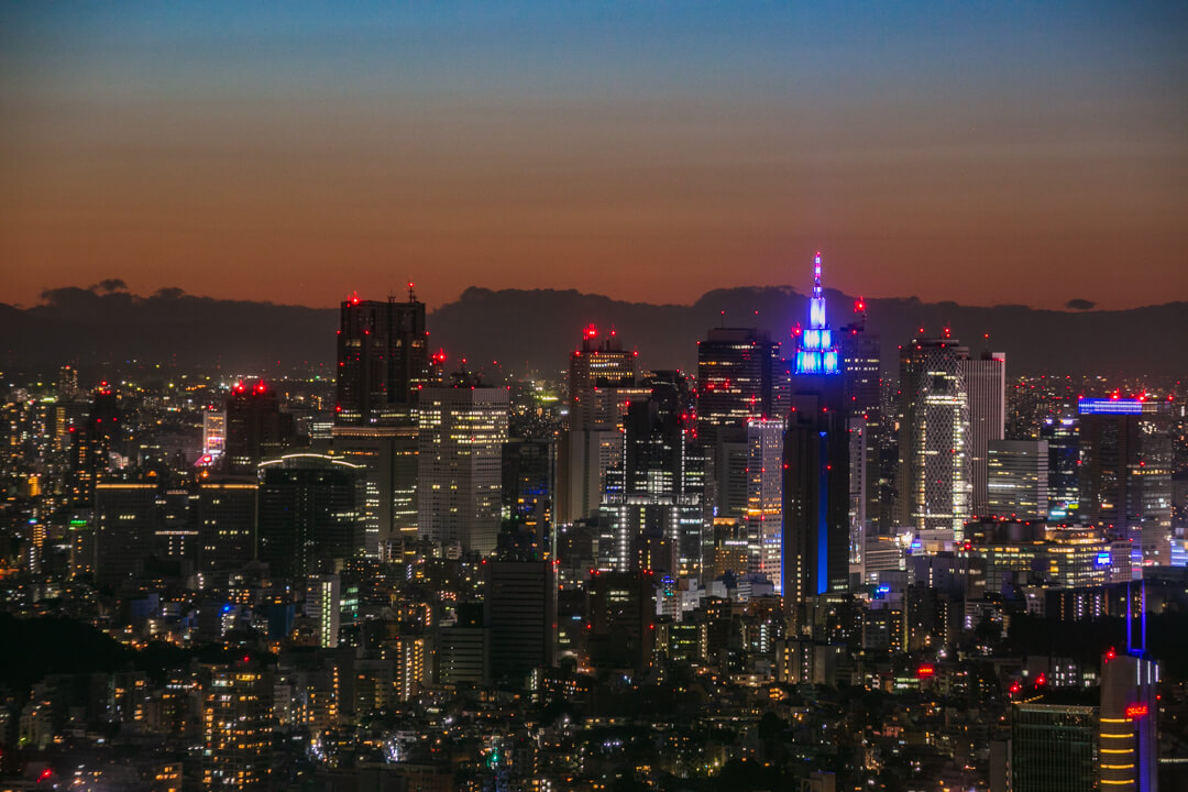 六本木ヒルズ展望台で撮影した夜景・新宿高層ビル群