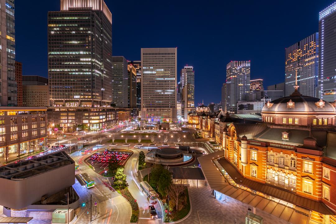 休日に撮影した東京駅のビル夜景