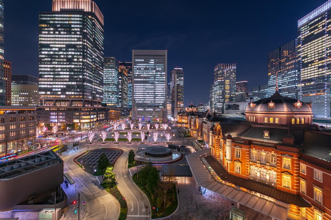 平日に撮影した東京駅のビル夜景