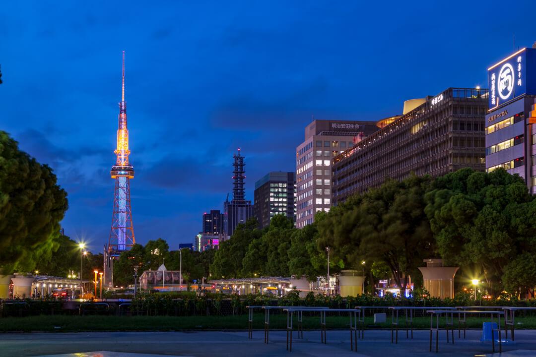 久屋大通公園南側から撮影した名古屋テレビ塔とビルの夜景