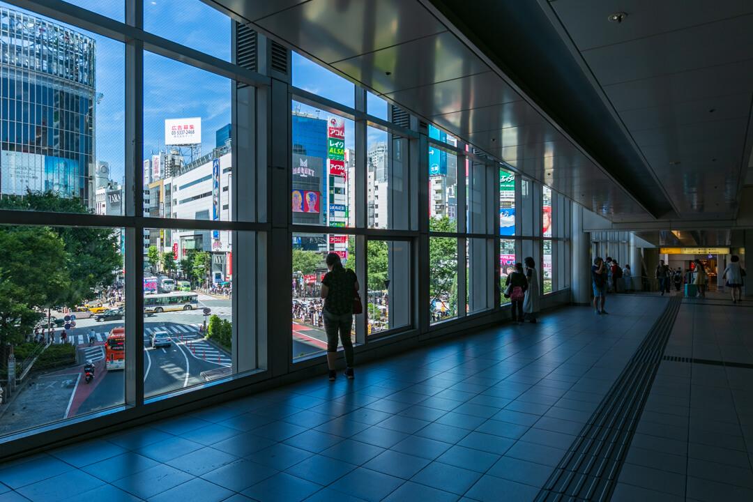 渋谷マークシティの廊下の写真