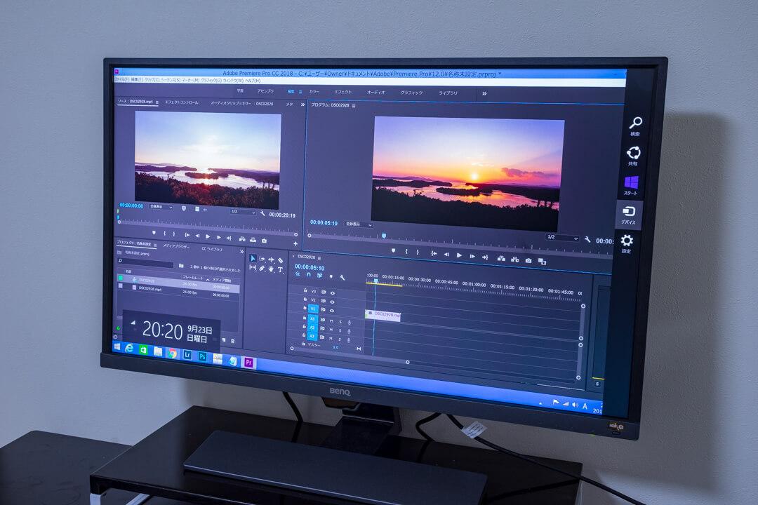 BenQの「EW3270U」でAdobe premire proを使用している様子の写真