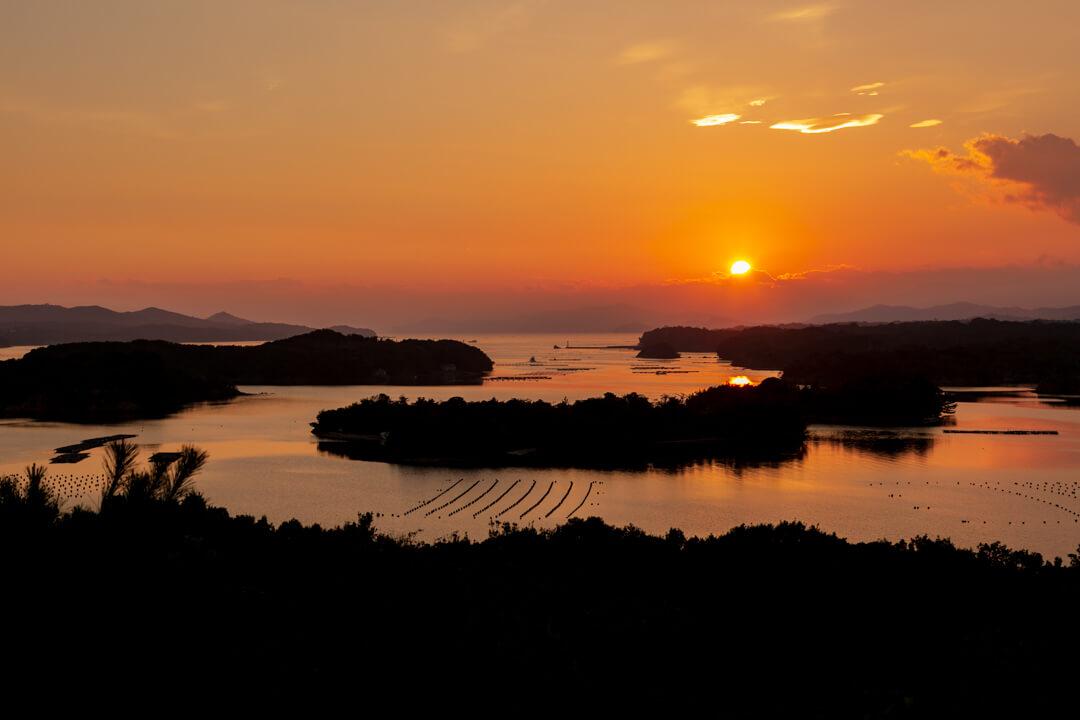 ともやま公園・桐垣展望台から撮った英虞湾の夕日の写真