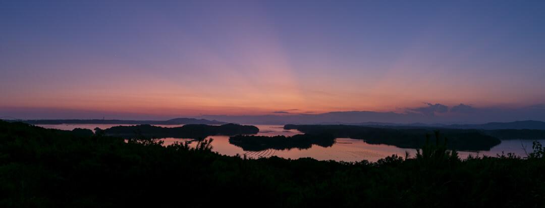 三重県志摩市にある桐垣展望台から撮影した英虞湾の夕景
