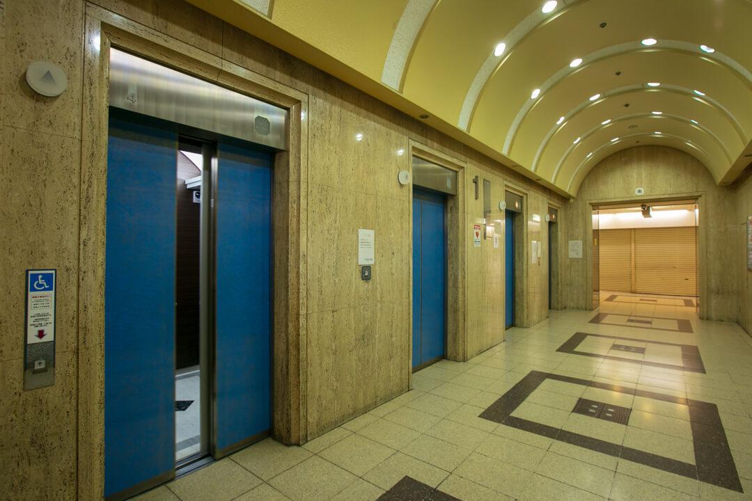 大阪駅前第3ビルのエレベーターの写真