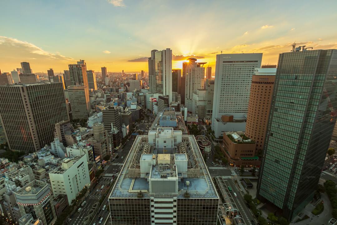 大阪駅前第3ビルの展望台から撮影した撮影した夕日の写真