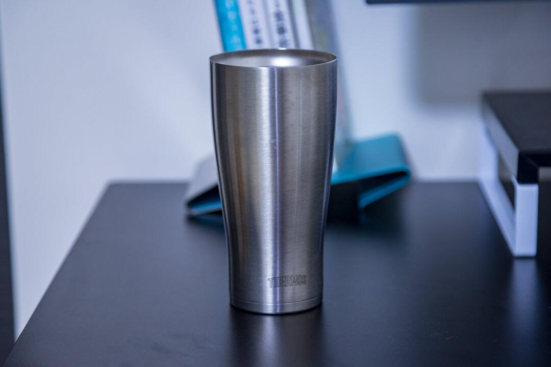 PCデスク周りの便利グッズ・真空断熱タンブラーの写真