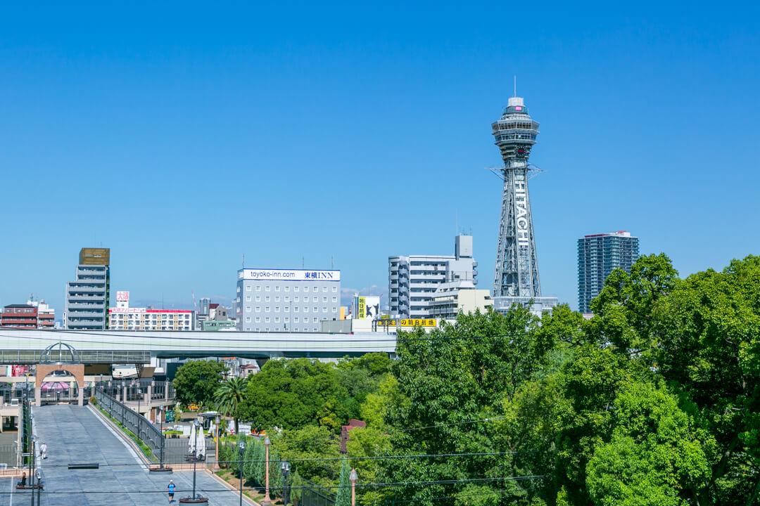 新世界・天王寺公園から撮影した通天閣
