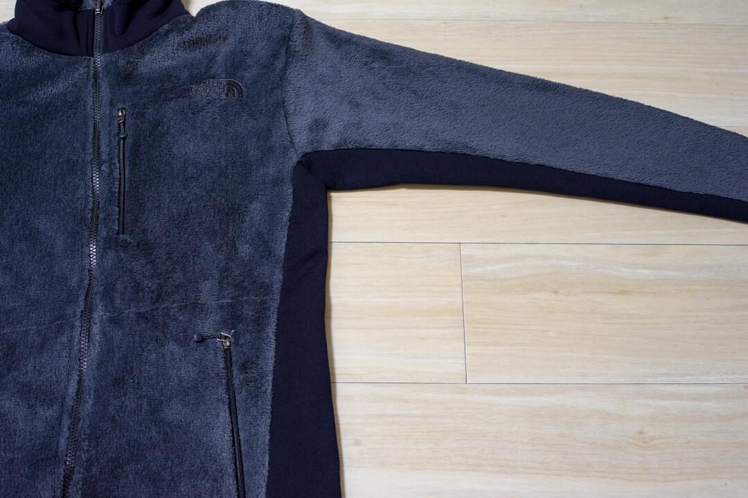 バーサミッドジャケットの脇下のストレッチ素材を撮影した写真