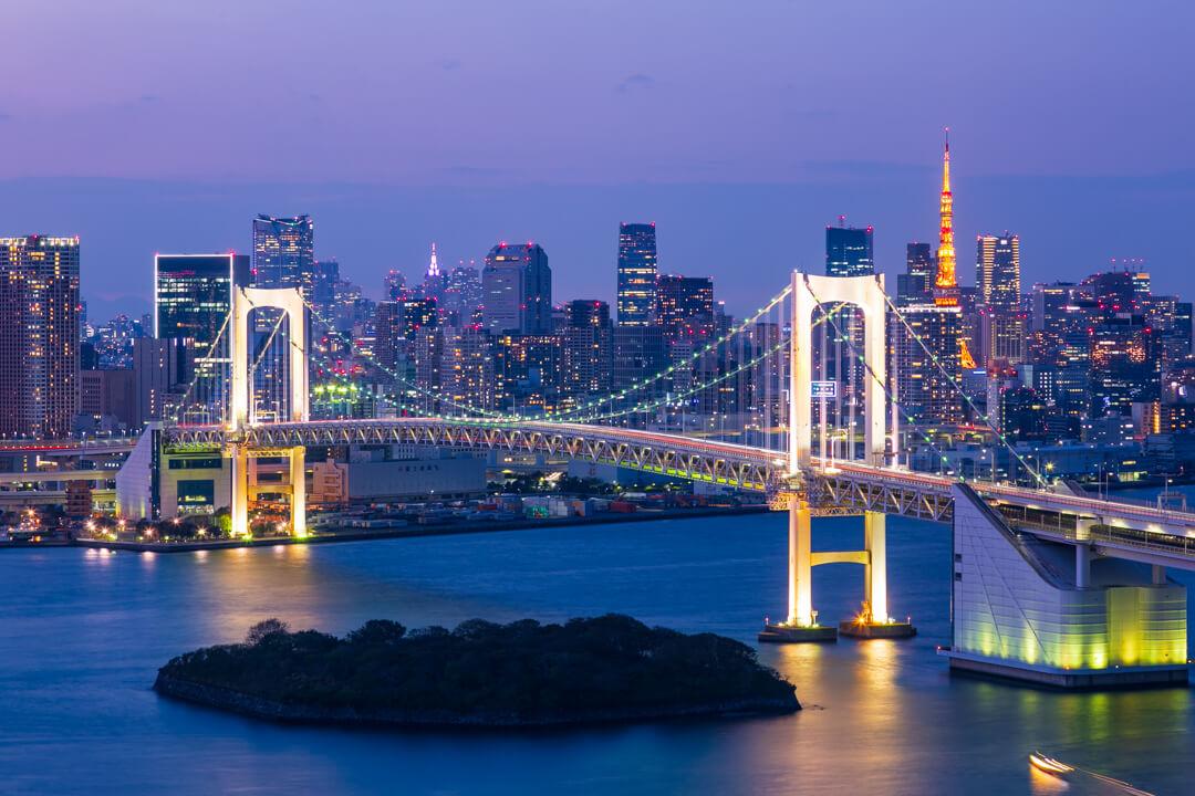 フジテレビ展望室から撮影レインボーブリッジの東京タワーの写真
