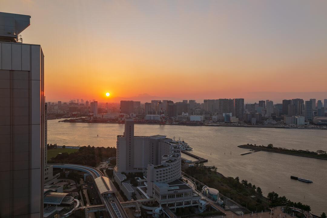 フジテレビ展望室から撮影した夕日の写真