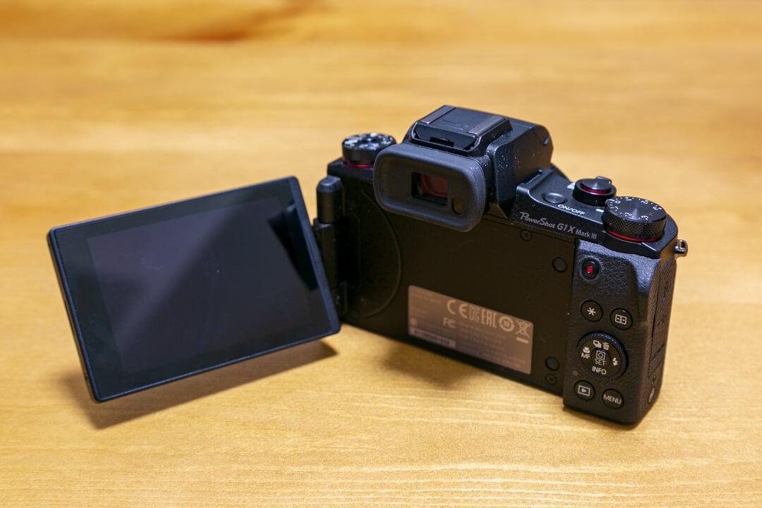 「PowerShot G1 X Mark III」のバリアングル液晶を撮影した写真
