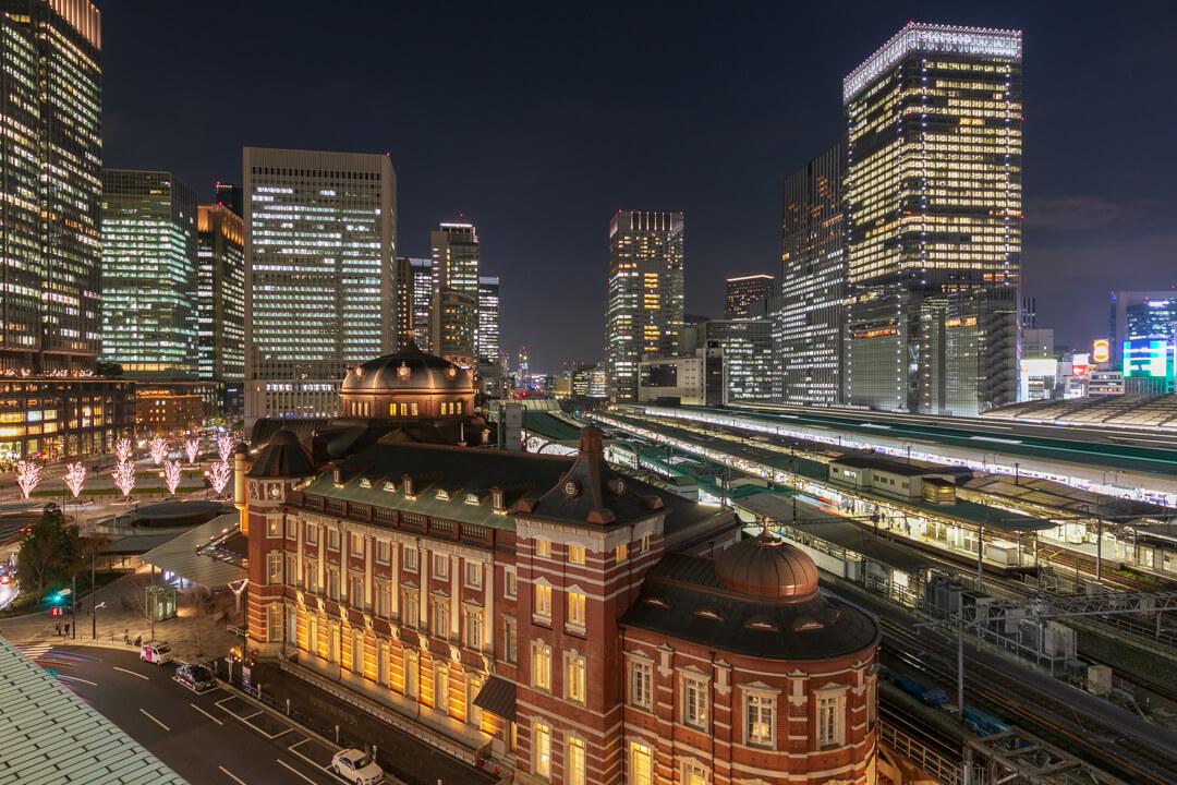 KITTE6階テラスから撮影した東京駅丸の内駅舎の写真